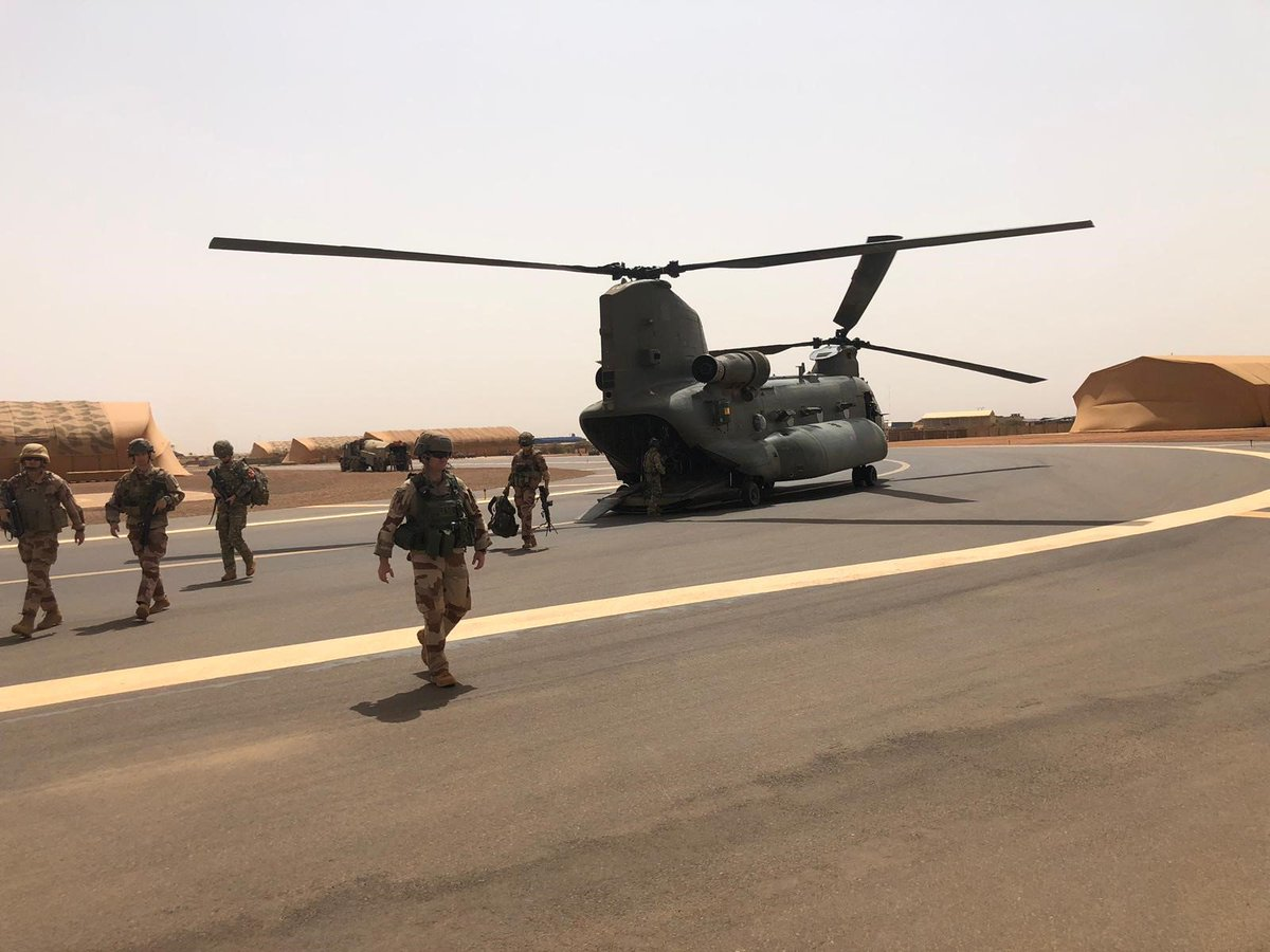 250 troops are to deploy to Mali as part of the UN peacekeeping operation.   Defence Secretary @PennyMordaunt visited UK personnel and UN troops to make the announcement:  http:// ow.ly/zILt50v7B0N    <br>http://pic.twitter.com/2GomdOZuyz