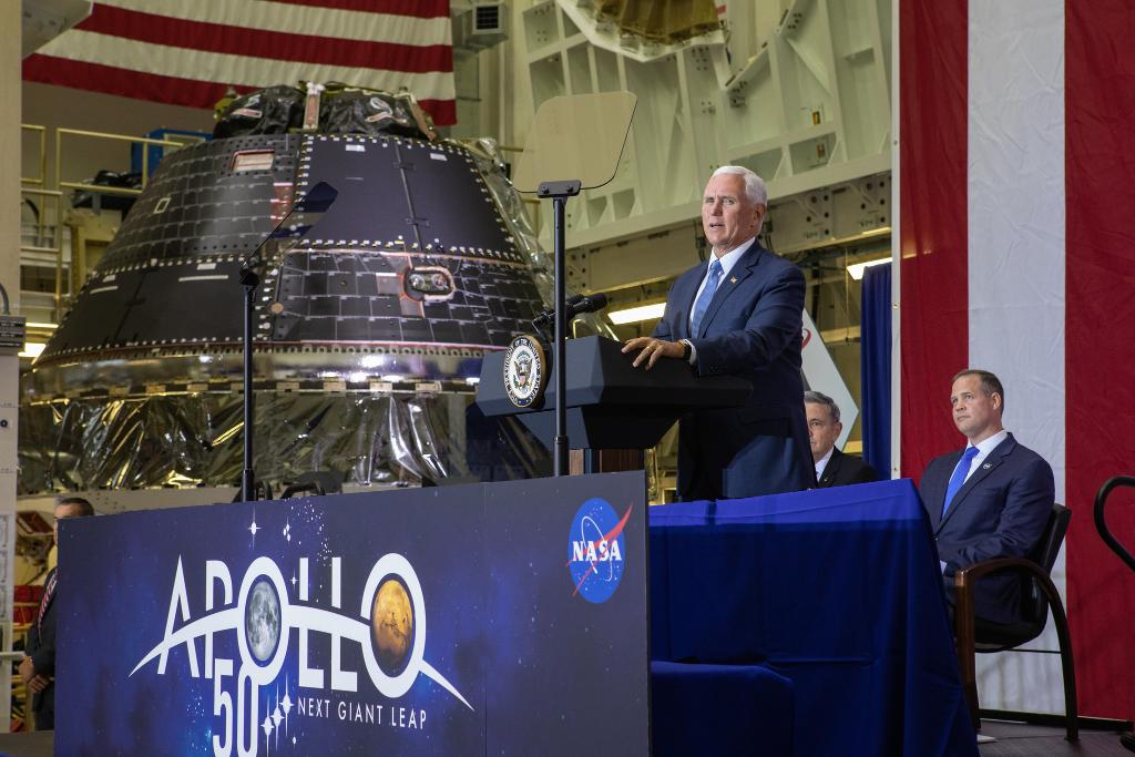 On Saturday, Vice President Mike Pence visited @NASAKennedy to celebrate the #Apollo50th Moon landing — and announce the completion of @NASA_Orion for the first Artemis lunar mission. READ MORE >> go.nasa.gov/2M4EGsU
