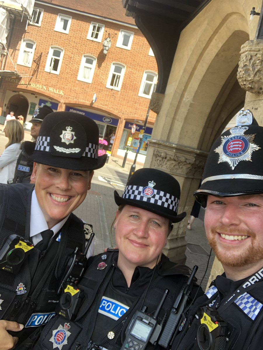 Couldn't resist a selfie with PC Sonia Green and @PCJoeWhitehead to launch them as the new @EssexPoliceUK #SaffronWalden Town Centre Team. Positive feedback and engagement with the local community @EPUttlesford<br>http://pic.twitter.com/hDUa8wMGaZ