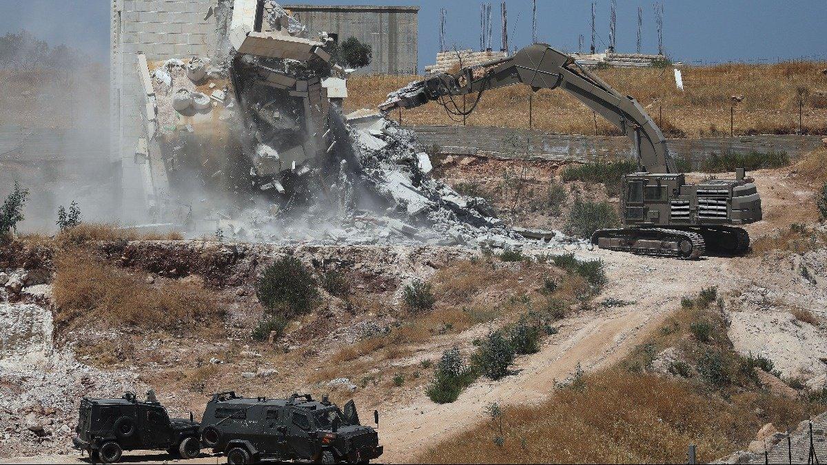 Israel demolishes Palestinian homes near barrier https://reut.rs/2YbEYAN