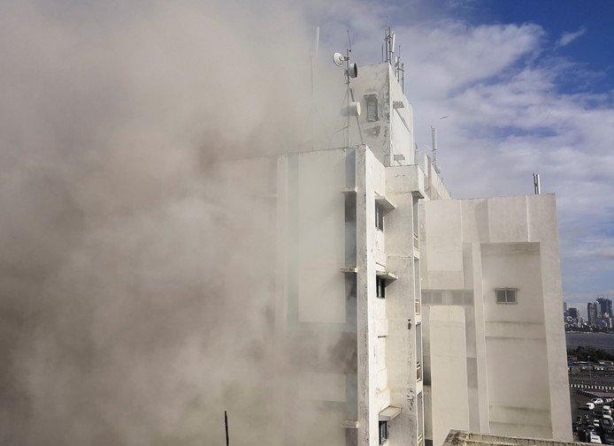 Grote brand in kantoorgebouw Mumbai, nog tientallen mensen vast in pand https://www.ad.nl/buitenland/grote-brand-in-kantoorgebouw-mumbai-nog-tientallen-mensen-vast-in-pand~a41812f4/…