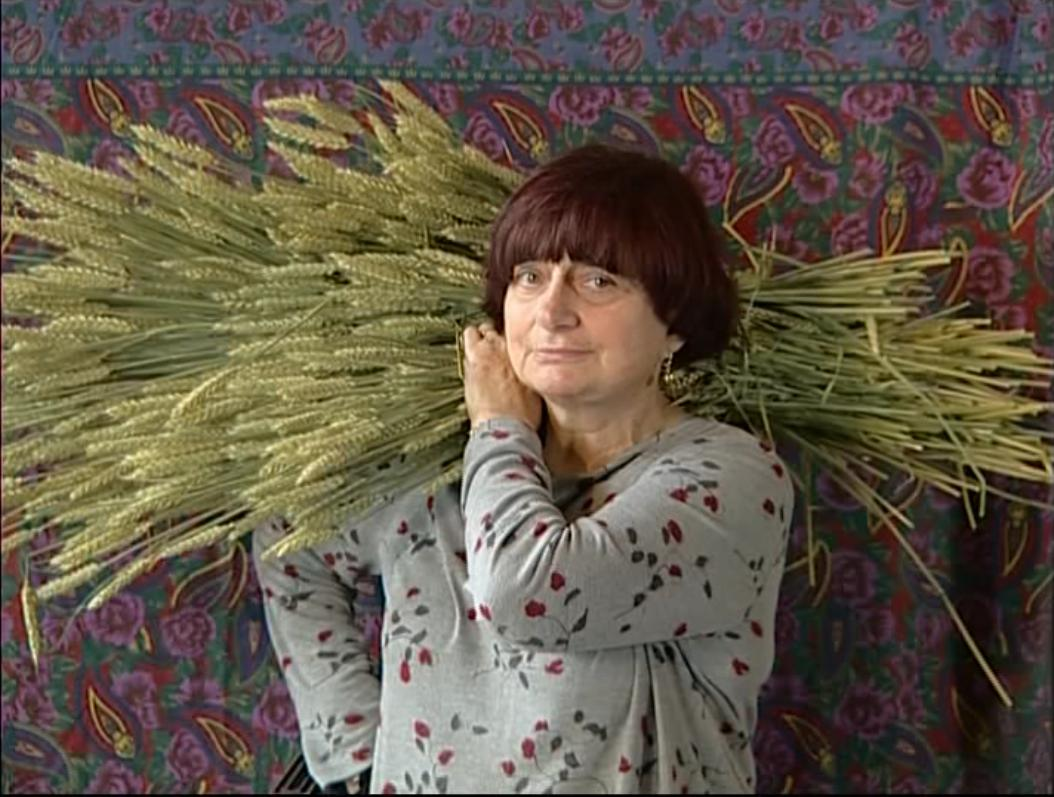 #Today at 8.40pm at #CinéLumière @ifru_london   Last chance to see The Gleaners & I (Les Glaneurs et la glaneuse) as part of our Tribute to #AgnèsVarda.   https://www. institut-francais.org.uk/cine-lumiere/w hats-on/special-screenings/les-glaneurs-et-la-glaneuse-2/  … <br>http://pic.twitter.com/PDbmYCLeKn