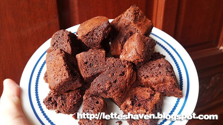 Chewy Double Chocolate Brownies https://letteshaven.blogspot.com/2019/02/chocovron-big-oven-brownies.html…  #foodie #LettesHaven #FoodBlogger #yummy #FoodPorn #delicious #food #love #FoodReview #life #eat #eating #snack #pastry #sweets #desserts #brownies #chocolate #fudge #SoGood #ChocolateLovers #ChocolateChip #bars #baked