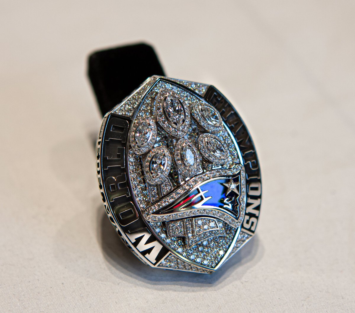 A closer look at the @Patriots #SuperBowl53 Championship Ring! Now on display at the #PFHOF for visitors to see in our Super Bowl Gallery.<br>http://pic.twitter.com/SAPU557qnC