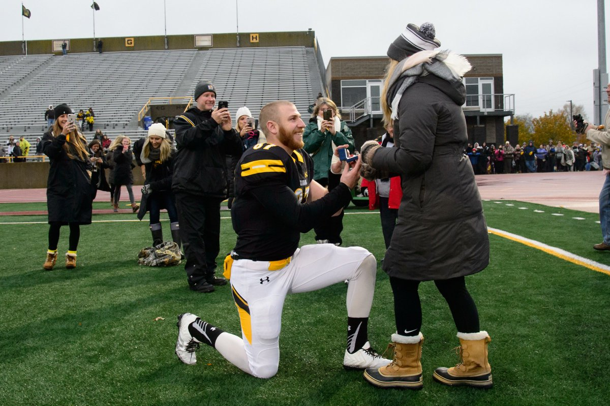 On-field proposal  tied the knot!  Congrats to Titan alums Brady Jansen and Morgan Balcerak on getting married this past Saturday.     #HailTitans<br>http://pic.twitter.com/dZ96LsMfnL