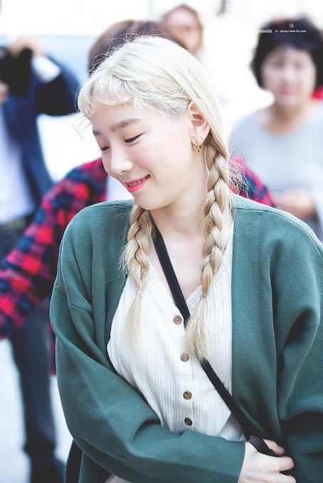 [PHOTO] 190505 Taeyeon - Yuri's Musical Venue  EAFfQMOUwAEEm3X?format=jpg&name=small