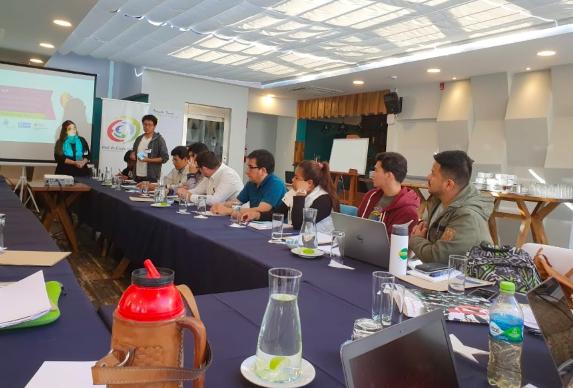 #Seminario #internacional: las #organizaciones de la sociedad de #niñez, #adolescencia y #juventud en #América del #Sur y el #ambiente propicio para su trabajo. Representantes de #Argentina, #Chile, #Paraguay, #Uruguay, #Brasil, #Bolivia, #Ecuador y #Perú estuvieron presentes.