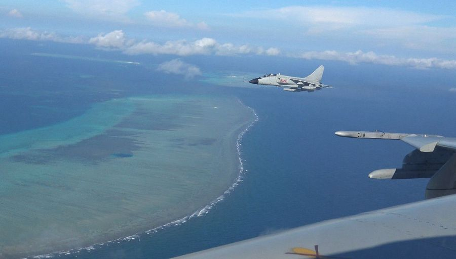 China urges U.S. to stop irresponsible behavior on #SouthChinaSea issue  http:// xhne.ws/QeRkV     <br>http://pic.twitter.com/5JXPU5UWLU