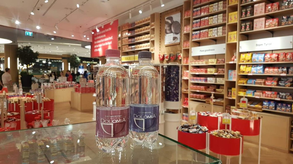Welcome to #Loacker's world of pure goodness  Here we are at #TheDubaiMall in the #LoackerStore #Dubai #Cafe and #Pastry shop products ... A place like no other!  Sweet Week,  #DolomiaWater