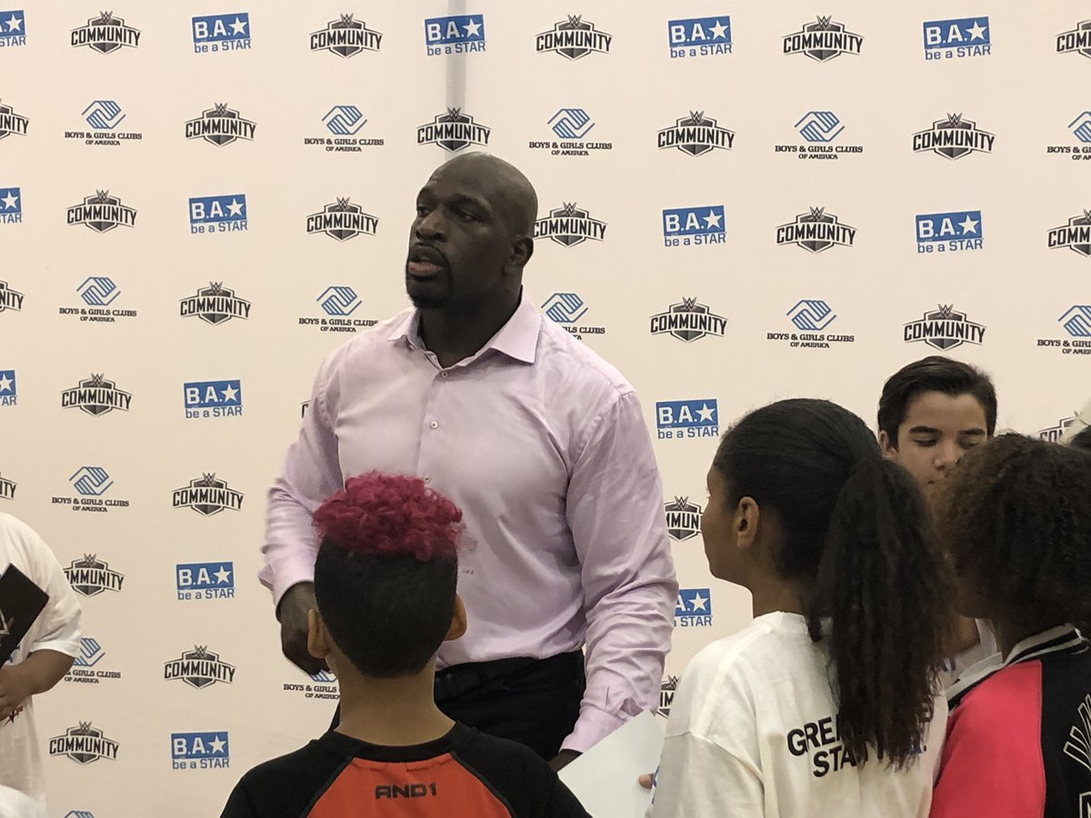 .@WWE Superstars hold a #BeASTAR bullying-prevention rally @BGCA_Clubs #Tampa @WWECommunity<br>http://pic.twitter.com/3iNkdqibWs