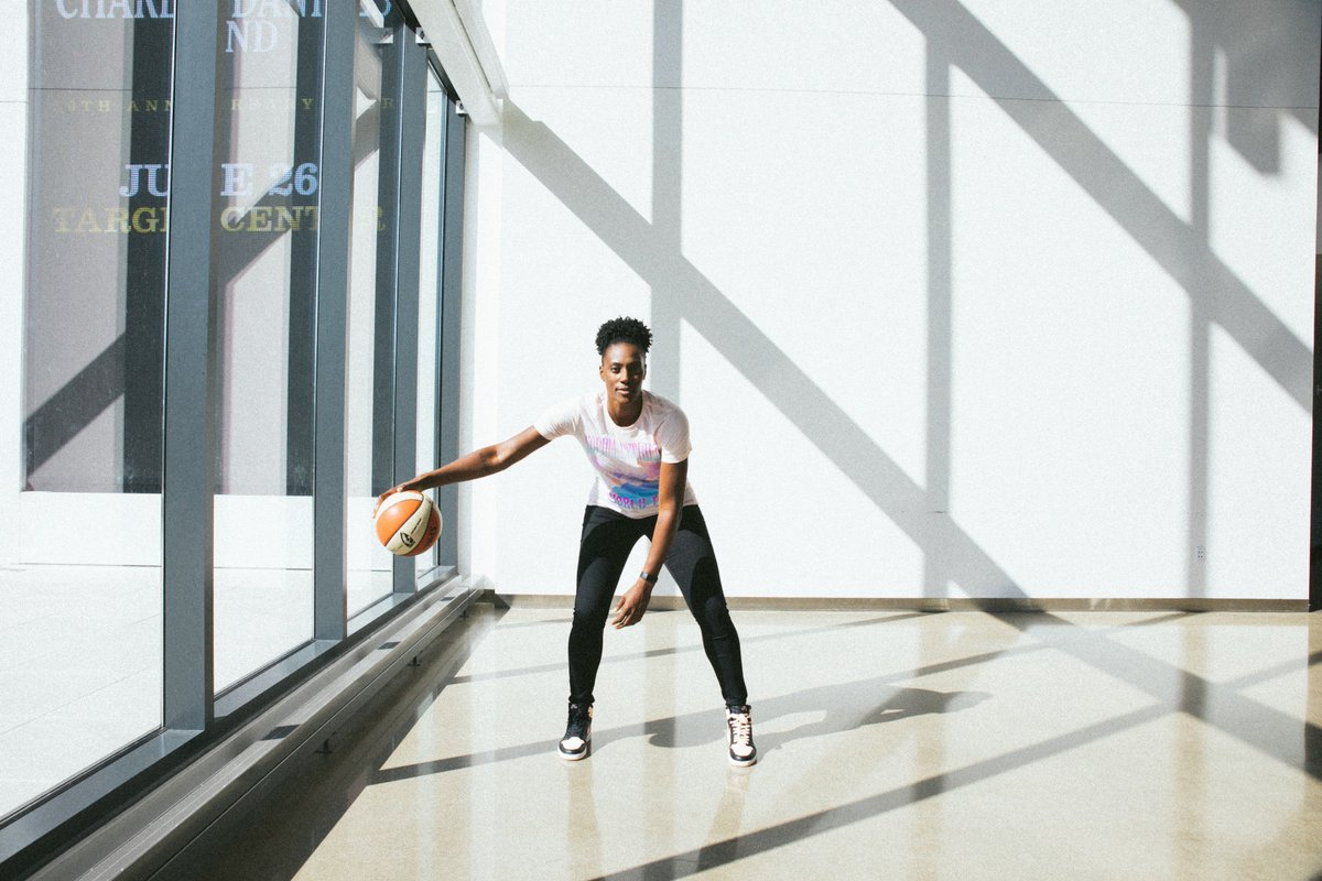 """""""In everything I do, both on and off the court, I want to inspire and set the example for the next generation of girls and boys.""""  - @SylviaFowles #MotivationMonday <br>http://pic.twitter.com/EMkcdVMw3L"""