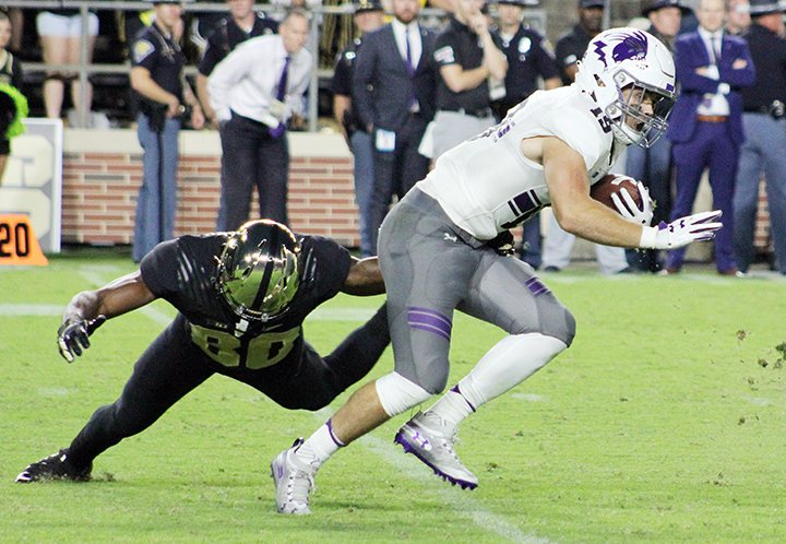 ➡️🏈Click here to buy a copy of the 2019 #CollegeFootballAmerica Yearbook: http://bit.ly/2jQUN1F   Northwestern WR Riley Lees was quite the escape artist on this play last year. #B1GFB #NCAAFB #RoadTripSports #B1GCats #CountdowntoKickoff #Wildcats #NU