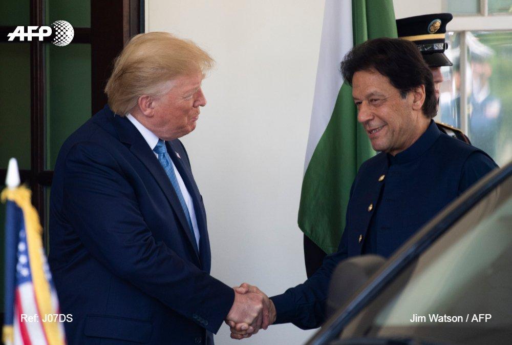 #BREAKING President Trump offers to mediate Kashmir dispute between India and Pakistan<br>http://pic.twitter.com/uStNTEFoqW