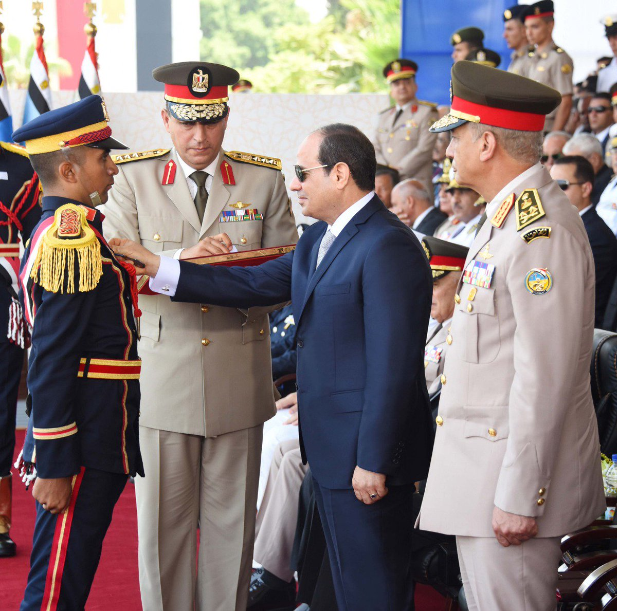 Sisi honors top graduates of the military schools and #PoliceAcadamy 👀 🇪🇬🇪🇬  #SEENews #Sisi @AlsisiOfficial