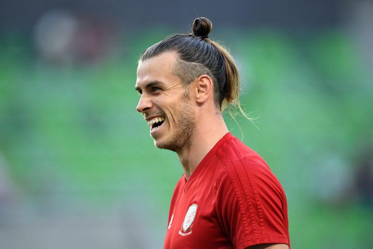 Chinese Super League club Beijing Guoan are reportedly offering Gareth Bale a £1m a week contract 😳 💰 £131,506 a day 💰 £5,479 an hour 💰 £91.32 a minute 💰 £1.52 a second Wow.