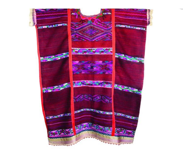 #SabíasQue  En San Felipe Usila y San Lucas Ojitlán, #Oaxaca, habita el pueblo #Chinanteco en donde se conserva con mayor fuerza la elaboración y uso de la indumentaria tradicional tejida en telar de cintura.  Conoce más aquí:👉🏽https://bit.ly/2YijG8y