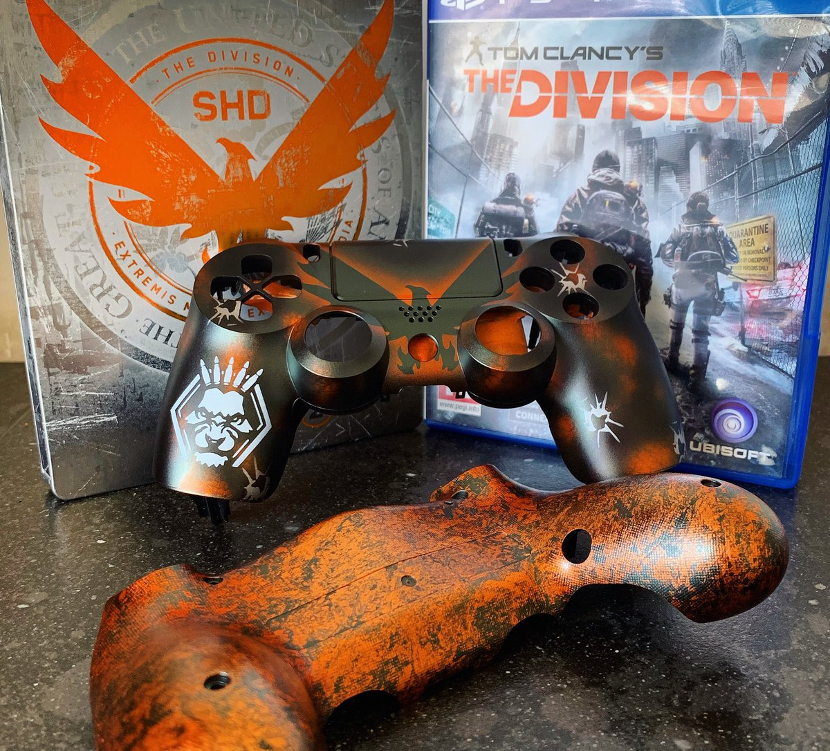 New week has started, new custom work on the way! Division ps4, orange marble effect on the back with the signsture logo on the front in candy orange. #Division2<br>http://pic.twitter.com/RueJMG5UKV