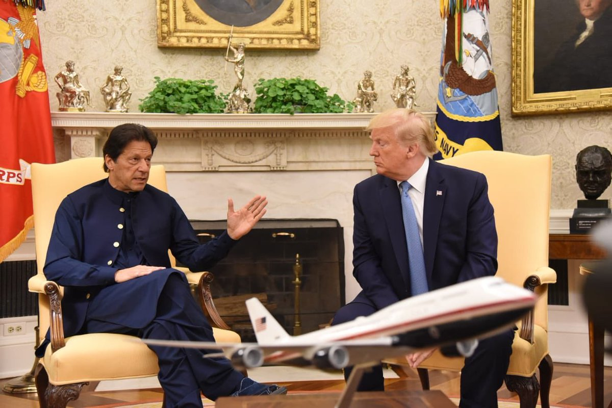 The #KhanMeetingTrump media talk goes from 8mins to a good 36mins. Watch here:   https://www. facebook.com/PTIOfficial/vi deos/936571463350238/  …   #PMIKVisitingUS <br>http://pic.twitter.com/mPQ1I8WHRX