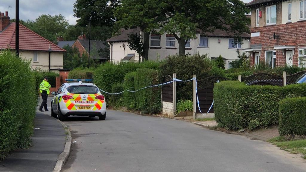 Murder investigation launched in Sheffield after 21-year-old man is fatally stabbed in chest: bbc.in/32Kji1M