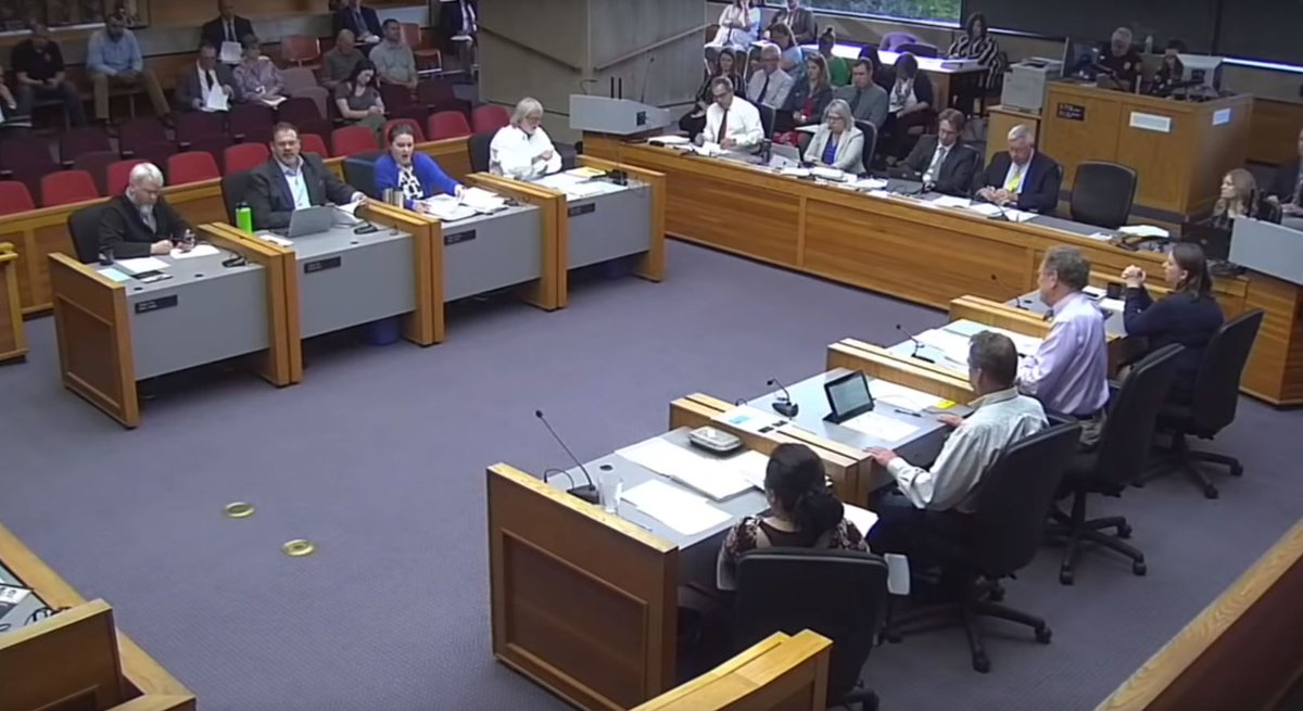 #SalemOR City Council meeting tonight at 6 p.m. Come to the meeting or watch the #livestream: https://youtu.be/PNxKZGkmh_Q   Here's what's on the meeting agenda: http://bit.ly/cos072219  Note: the sidewalks and public spaces ordinance has been postponed to a future meeting.
