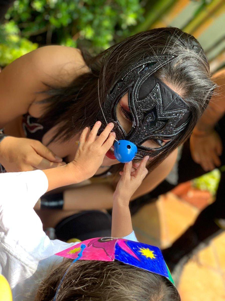 El día de hoy recibimos a la fundación @DrSonrisasAC quienes convivieron con la Lic. @MPenaAAA y luchadores, serán nuestros invitados VIP en #TriplemaniaXXVII 🥰 el próximo 3 de agosto. ⚡  ¡Son un gran ejemplo para seguir luchando! 👏