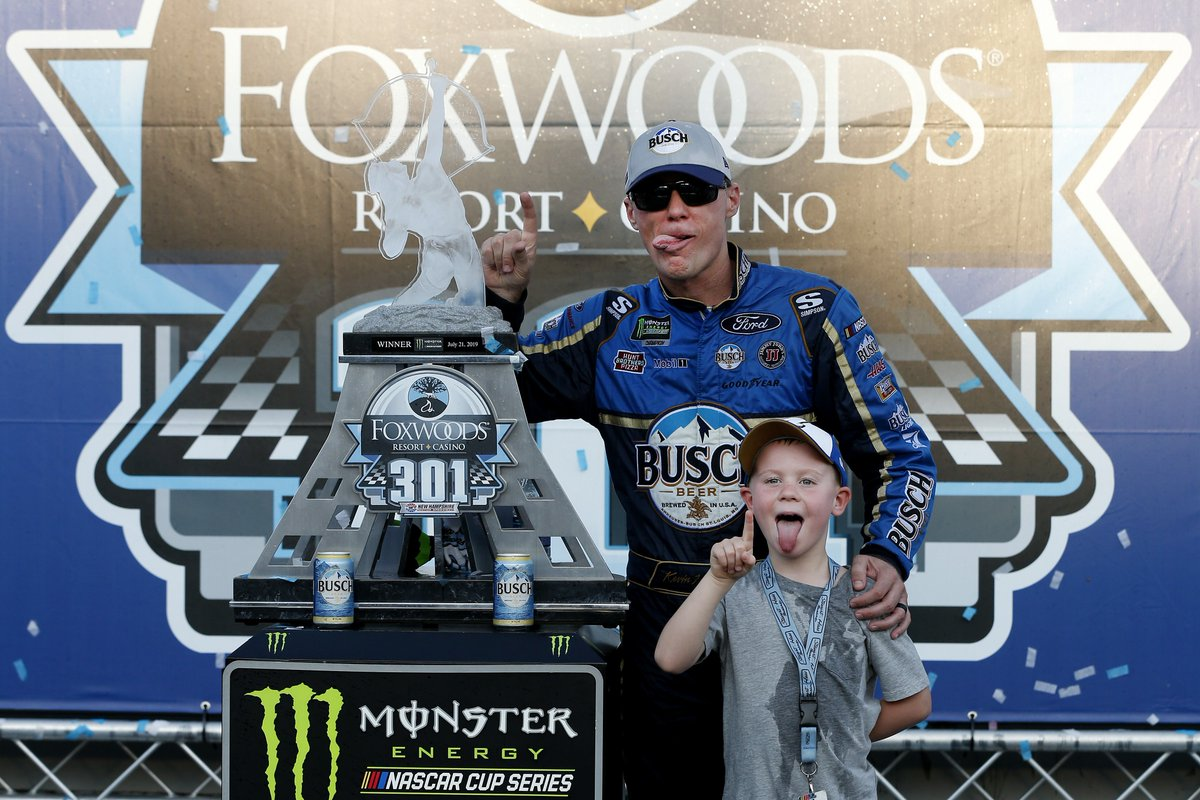 Silly faces in 3... 2...   #4TheCup | @KevinHarvick<br>http://pic.twitter.com/otymF4ZkQo