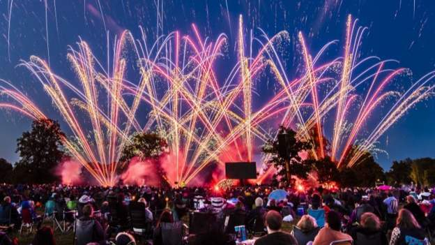 Amazing scenes as North Yorkshire firework competition goes with a bang: bbc.in/2YbBX3r