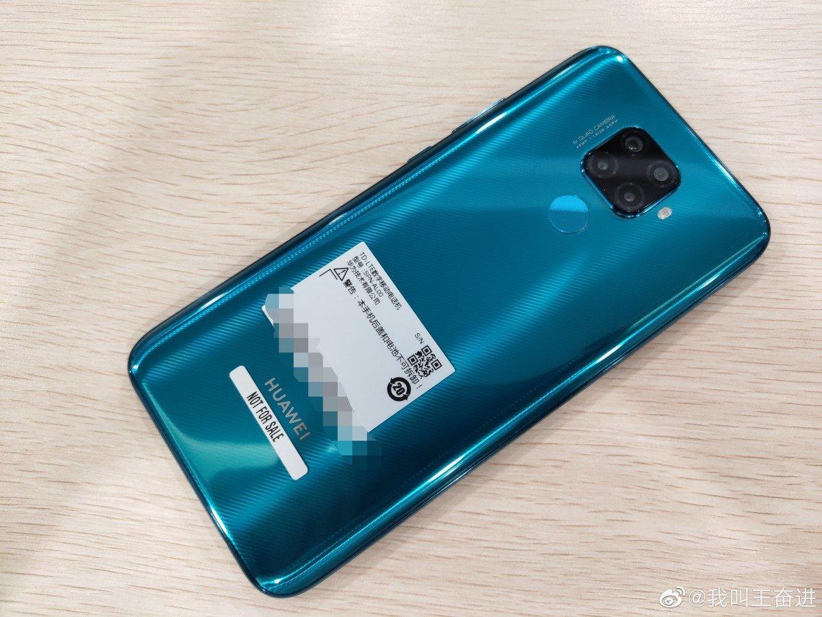 تسريب صور حقيقية للهاتف #هواوي ميت 30 لايت. تؤكد السابق حول قدومه مع كاميرا خلفية رباعية وكاميرا أمامية داخل ثقب بالشاشة. سيحمل شاشة 6.26 FHD9+ معالج Kirin 810 رام 6/8GB سعة 128/256GB كاميرا خلفية رباعية بعدسة أساسية 48MP وأمامية 32MP بطارية 3900mAh #Mate30Lite #Huawei
