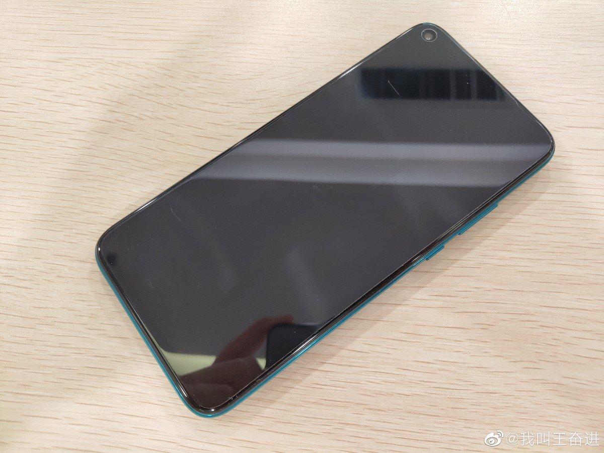 اندرويد باي وبصمة في الخلف. دون تفاصيل عن الأسعار أو موعد الإعلان بعد، لكن حسب ما ورد سيتم إطلاق هذا الجهاز في السوق الصيني بداية تحت اسم Nova 5i Pro في أغسطس، وربما تصل النسخة العالمية في سبتمبر.