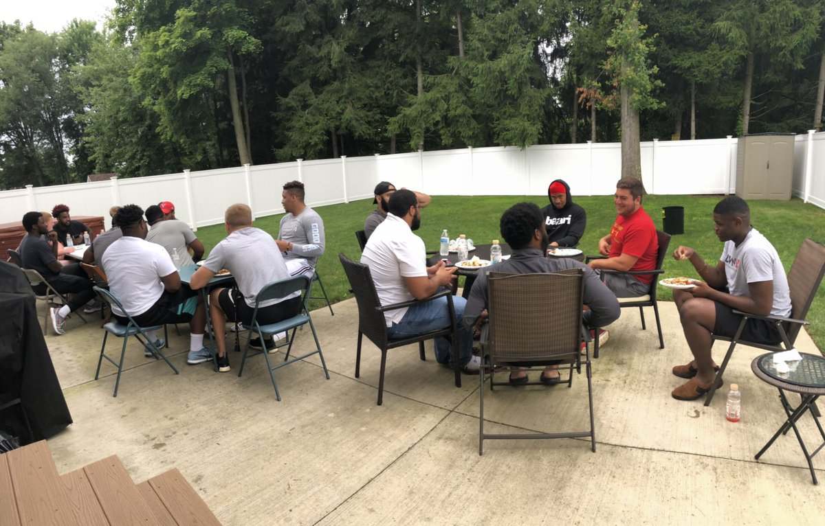 A lot of laughs with these guys tonight! Ready to get back to ball on Friday @YoungstownStFB   #GoGuins | #GritU<br>http://pic.twitter.com/9r2gEHA6mW