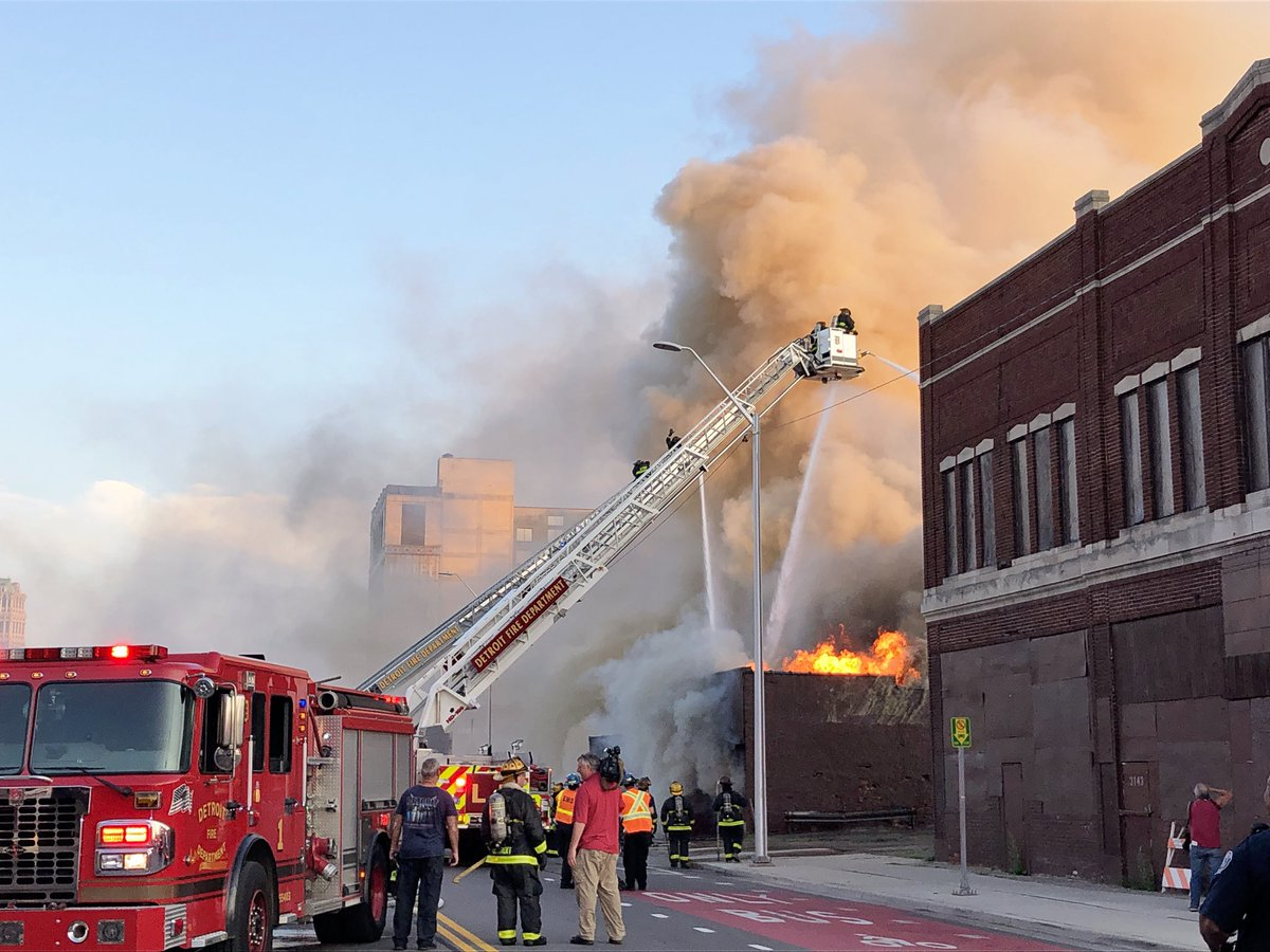Breaking: The legendary but now-vacant Gold Dollar in the Cass Corridor is burning to the ground. It was a drag queen bar in the '60s before becoming a rock club in 1996. The building is in the area where that the Ilitches were supposed to revive but neglected.