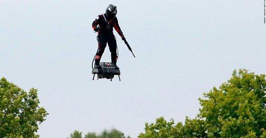 El héroe del hoverboard de Francia intentará esta gran hazaña https://cnn.it/32Nw6ou