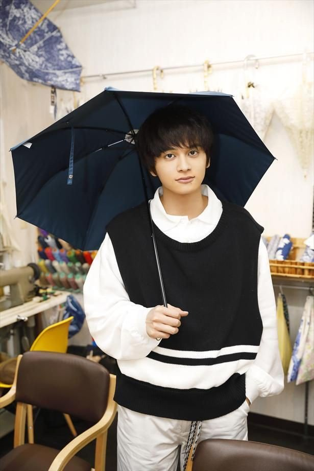 【 長い梅雨 】 #北村匠海 #俳優 #元子役 #歌手 #ダンスロックバンド #DISH #ギターボーカル #ザテレビジョン #連載 #梅雨 #傘 #傘作り #画像