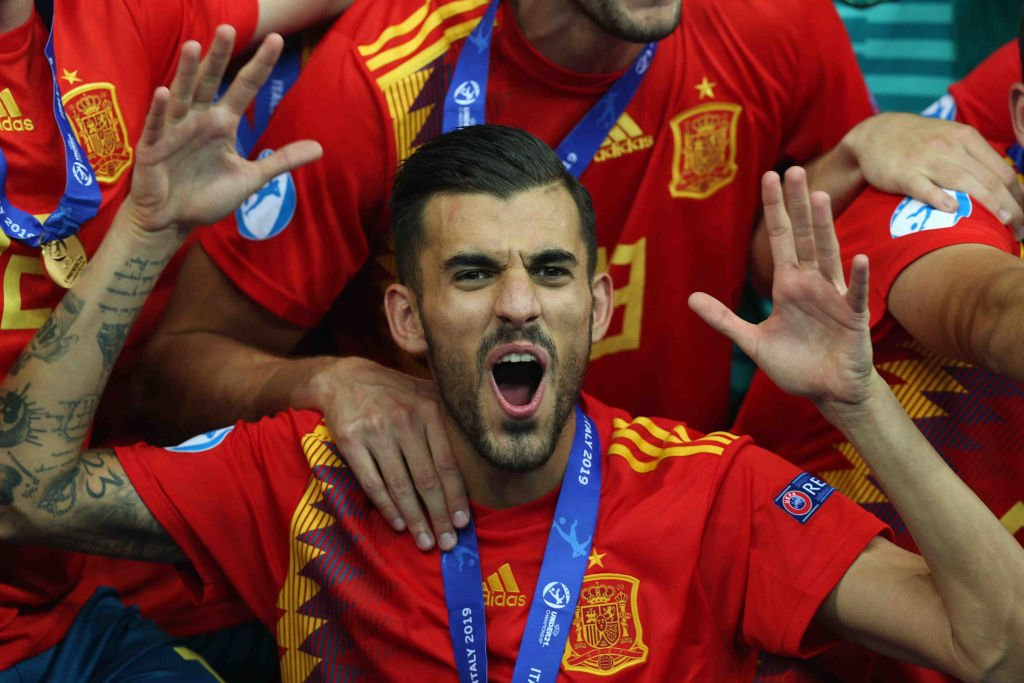 Real Madrid's Dani Ceballos has chosen to join Arsenal despite late interest from Tottenham.  https://bbc.in/2YcaJJD