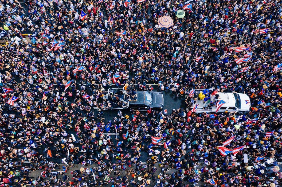 The protests in Puerto Rico, from above (📸 by @airlenspr) #rickyrenuncia #rickyrenunciaya