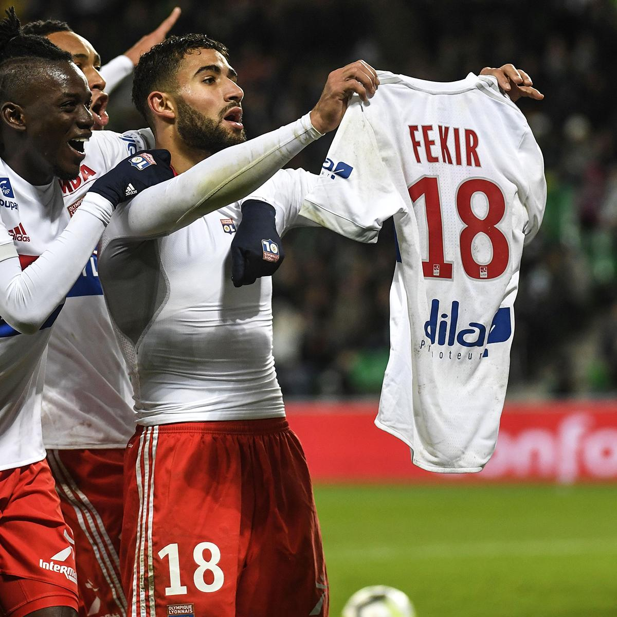 When @NabilFekir caused a pitch invasion by holding up his shirt against arch rivals Saint Etienne… …and Lyon fans returned the favour in the games that followed 👏🔥