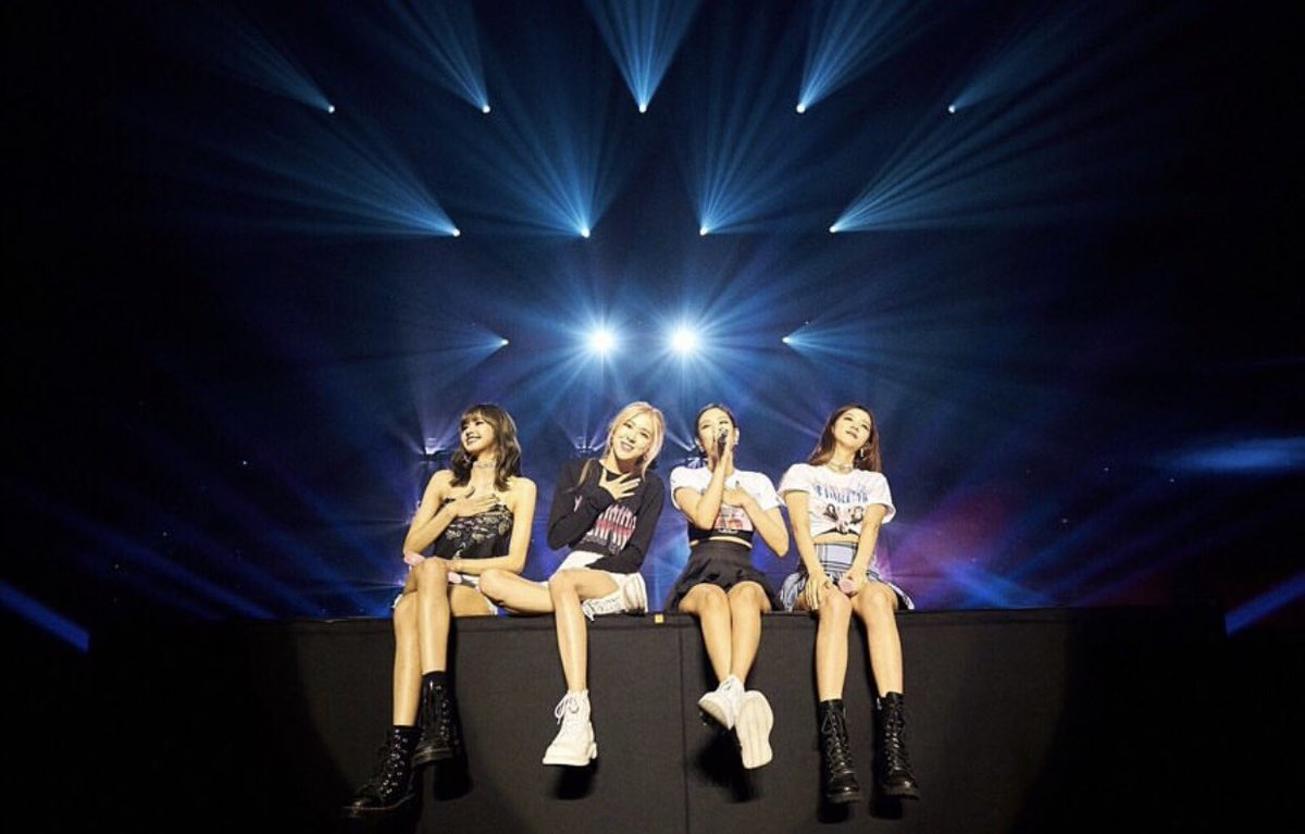 Let's take time to vote for MGMA blinks!  Reply and flood the comment section with #MGMAVOTE #BLACKPINK @ygofficialblink<br>http://pic.twitter.com/e2Li9gDj9j