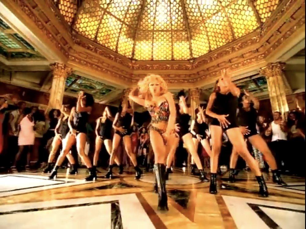 Female rap dance breaks   Lil' Kim, No Matter What They Say Missy Elliott, Pass That Dutch Cardi B, Press Foxy Brown, Hot Spot <br>http://pic.twitter.com/ScB2BZsBqX