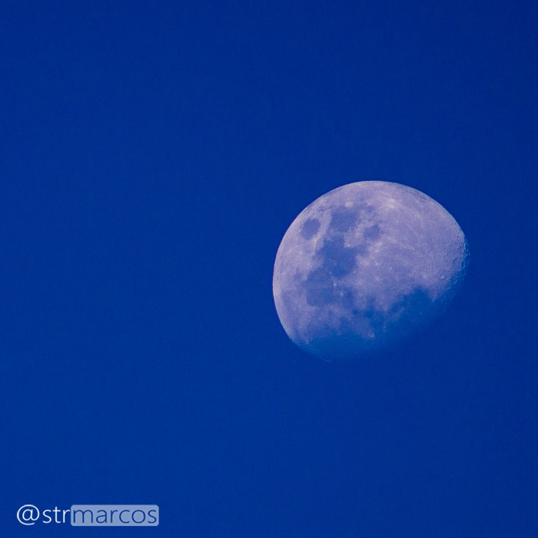 A lua anda devagar mas atravessa o mundo.  📝 Mia Couto  🌙#moon #moonshine #moonrock #moonrocks  #newmoon #themoon #goodnightmoon #moonphases #moonlovers #moonrise #ig_moon #nightsky #ig_moonshots #space #lovesnow #armstrong
