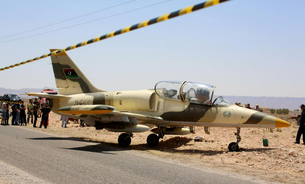 Eastern Libyan forces warplane makes emergency landing in Tunisia, pilot held: LNA https://www.reuters.com/article/us-libya-security-tunisia-idUSKCN1UH13I?utm_campaign=trueAnthem%3A+Trending+Content&utm_content=5d364f72b9415600019b4395&utm_medium=trueAnthem&utm_source=twitter …