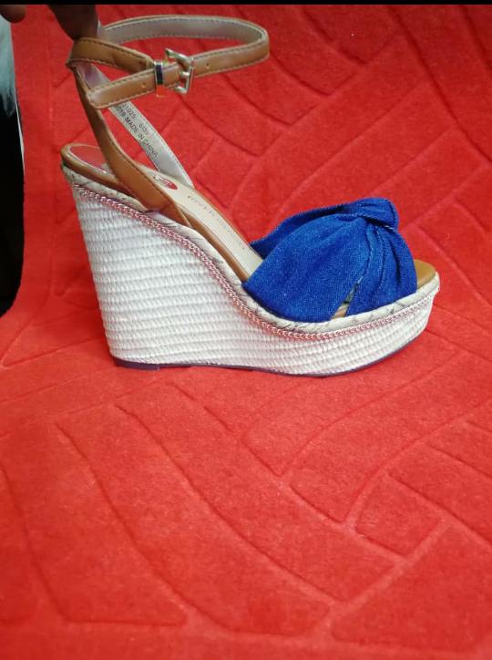 RT @AyukChantal: Heels Heels Heels.Availale and affordable.Just Dm or watsapp via https://t.co/jCWDVegFSm. https://t.co/CLja9zbgRt