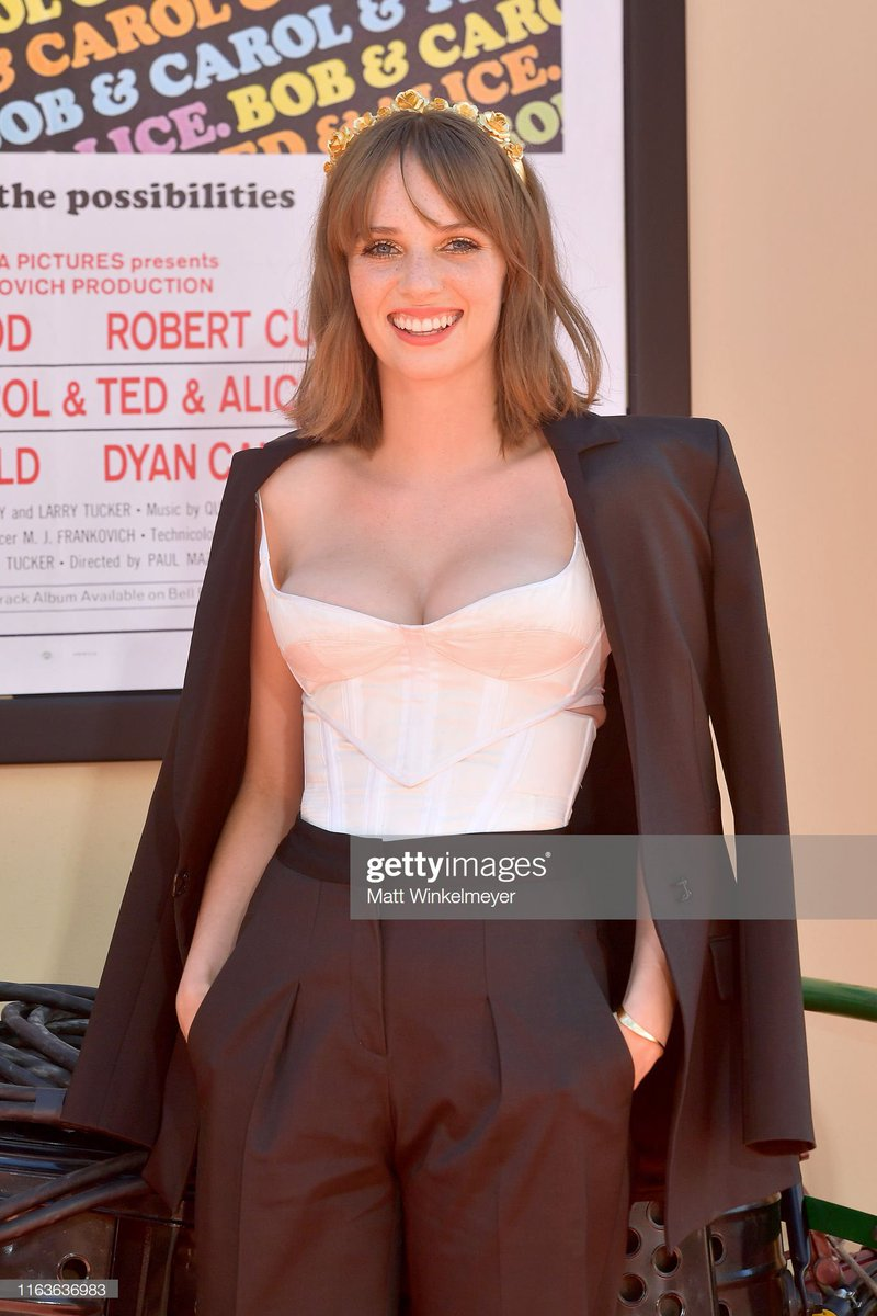 maya hawke?? MA'AM?? HOW IS THIS LEGAL? COMMIT ONE MORE CRIME AND STEP ON ME. <br>http://pic.twitter.com/S3BcOn9whx