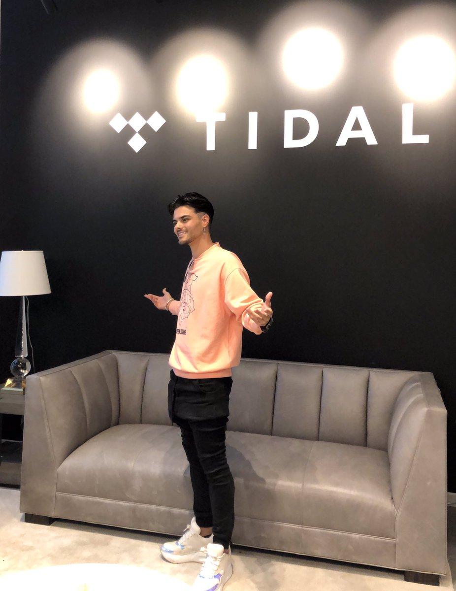 Hoy nos reunimos también con los amigos de @TIDAL y le pusimos todo lo que estoy preparando! Gracias por apoyar mi música!🙏