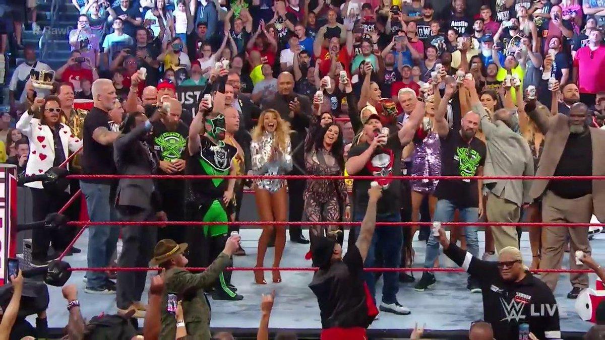 THANK YOU, @WWEUniverse! #RawReunion