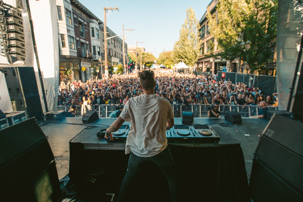 What a cool feeling this was playing in the streets of Seattle. Thank you all so much for showing up and block partying with me. Pacific Northwest for life <br>http://pic.twitter.com/J5HjkOlV3t