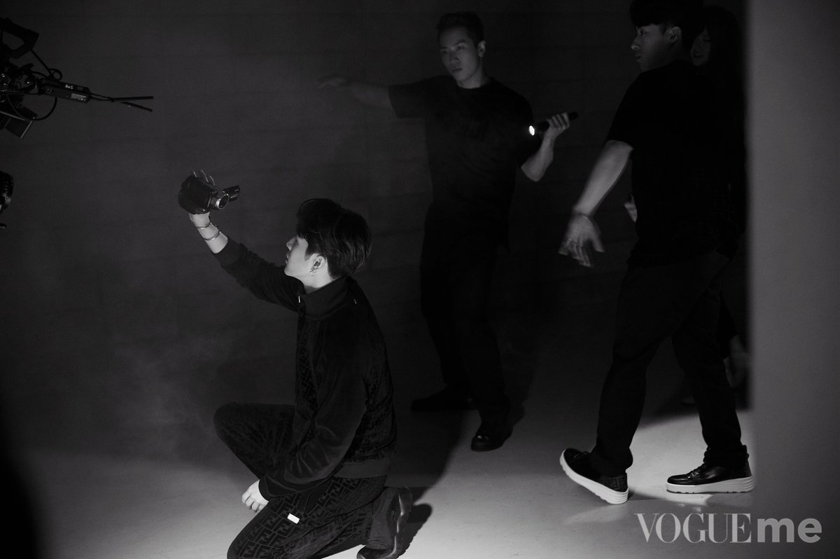 [WEIBO] 190722 VogueME (3/3)  Follow VogueME for a video if you're curious about what he recorded with the camera  #JacksonWang #王嘉尔 #잭슨 #TEAMWANG #GOT7 @JacksonWang852 @GOT7Official<br>http://pic.twitter.com/xt9gArBPTT