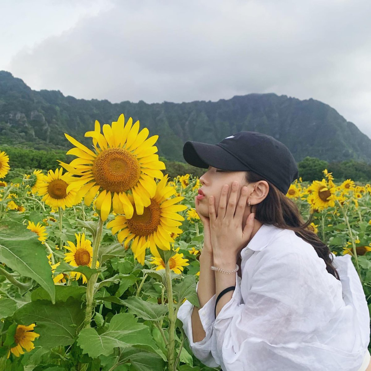 _soooya 𝐮𝐩𝐝𝐚𝐭𝐞 ┊[INSTAGRAM POST + VIDEO] sooyaaa__ : ☀️sunflower🌻 https://www.instagram.com/p/B0O5dd5ptk5/?igshid=1c4p7og1e0ale … (2P) #JISOOSTAGRAM
