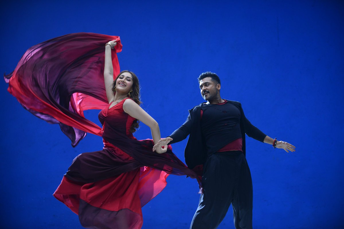 There will be excellent dancing chemistry between @Suriya_offl and @sayyeshaa in #KaappaaN  #HappyBirthdaySURIYA