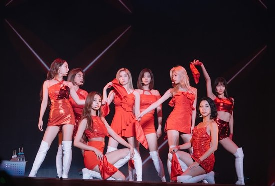 Korean News said 11,000 ONCEs attended #TWICELIGHTSinNEWARK at the Prudential Center   Attendance: Seoul: 20,000 Bangkok: 8,000 Manila: 10,000 Singapore: 10,000 Los Angeles: 11,000 Mexico City: 10,000 Newark: 11,000 Total: 80,000   #MGMAVOTE #TWICE  https:// n.news.naver.com/entertain/arti cle/477/0000197309   … <br>http://pic.twitter.com/84Yz9yolq5