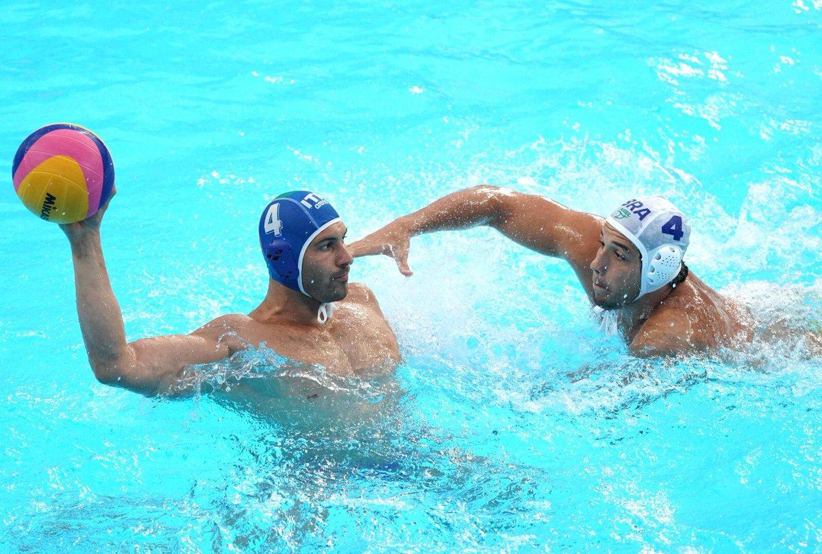 CHE SETTEBELLO! 💙  Nella vasca iridata di #Gwangju2019 l'Italia batte la Grecia 7-6 e vola in semifinale!   RT per i pallanuotisti #ItaliaTeam! 🤽♂️ https://t.co/hWHmOkFqIE